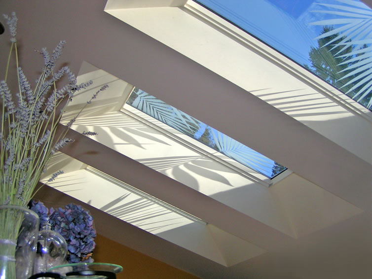 Merveilleux Array Of 6 Etched Skylights Illuminate Kitchen And Dining Area
